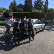 Team serbie bienveillante et assistance dépannage voiture
